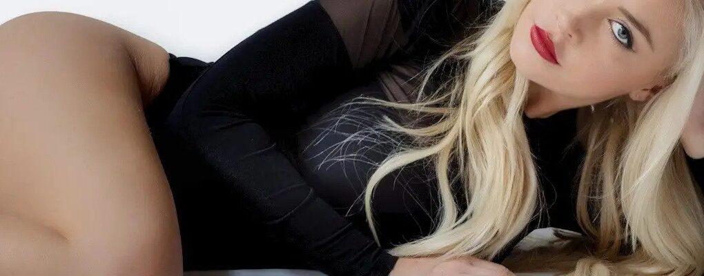 escort girl blonde